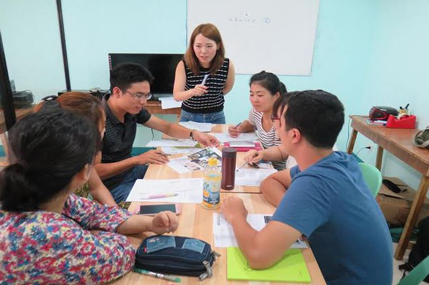 lớp học tiếng Anh nhóm
