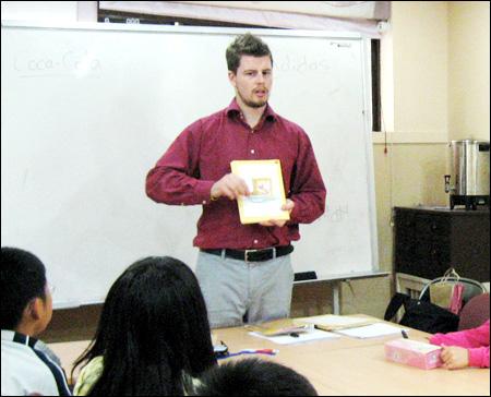 Gíao viên chia sé học viên Việt Nam yếu nhất là phần nói nhưng văn phạm lại tốt